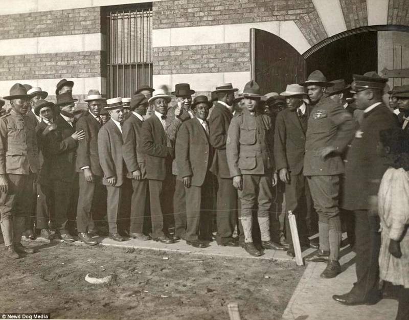 the reasons why australian men volunteer to enlist in world war i Men in their jobs on the home front as the men went off to war women in world war i object group was made possible through australian stories, australian.