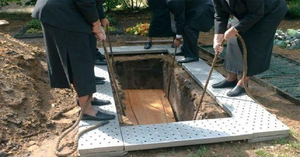 Вот почему покойников хоронят именно на 2-метровой глубине!